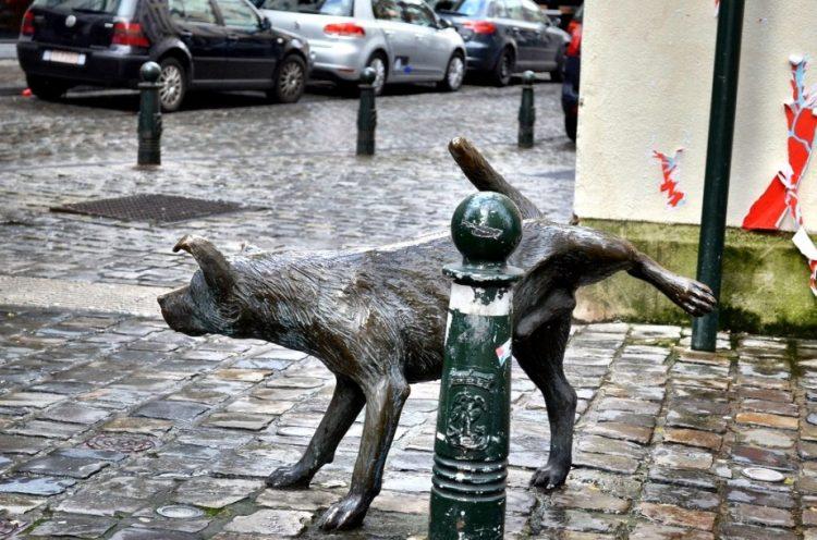 zinneke pis escultura bruselas